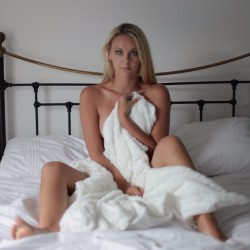 SWARVEMagazine   Becca Bell   Set   In Bed with Becca  8 of 13